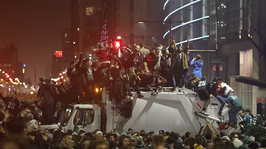 Super Bowl mayhem: Philadelphia frenzy of looting, shooting and torn up light poles (VIDEO)