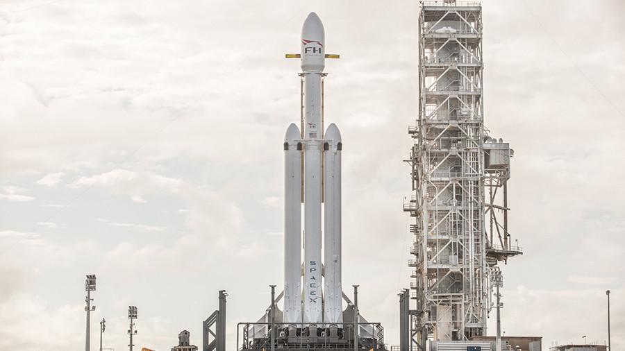 SpaceX heavy rocket takes Tesla car into orbit in test blast-off (VIDEO)