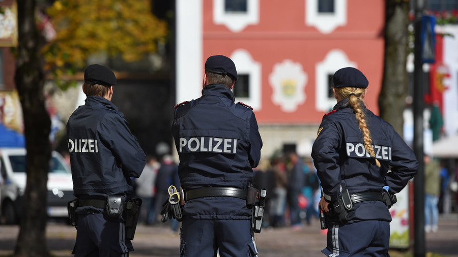 Austrian teens face trial over 'jihadist plot to kill police officers'