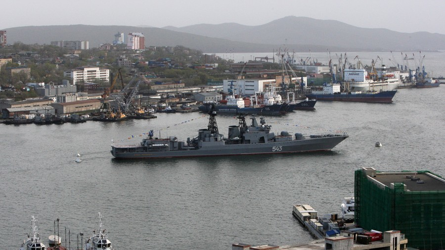 Russian warship catches fire in Far East port (PHOTO, VIDEO)