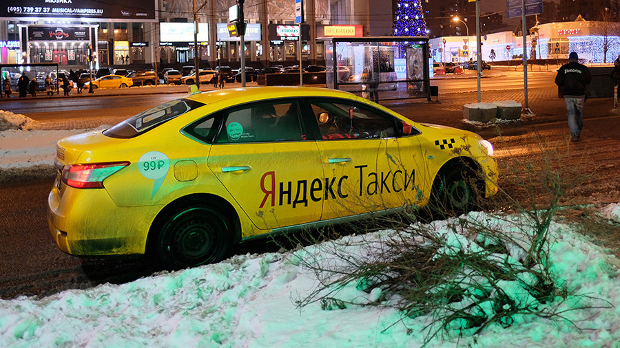 Russian tech giant tests self-driving car on Moscow's snowy streets (VIDEO)
