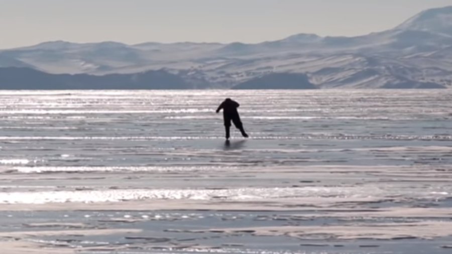 Baikal babushka: Siberian granny skates to work across world's deepest lake (VIDEO)