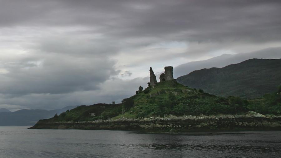'Massive fireball' lightning strike damages ancient Scottish castle (VIDEO, PHOTOS)