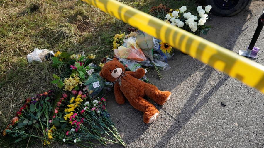 13yo student sneaks rifle into Ohio school & fatally shoots himself in bathroom