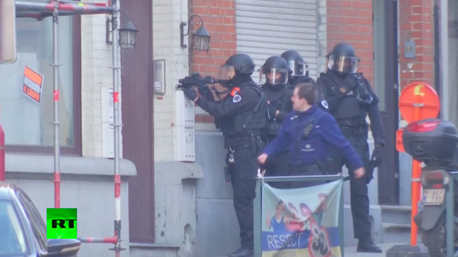 Major armed police operation in Brussels as officers 'block gunmen in building'