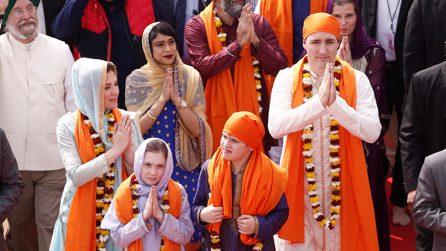 Justin Trudeau's Indian outfits mocked tirelessly on Twitter (PHOTOS)