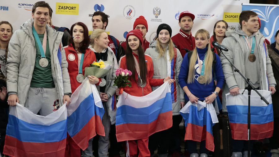 Russian Olympians greeted by thousands of fans on Moscow arrival