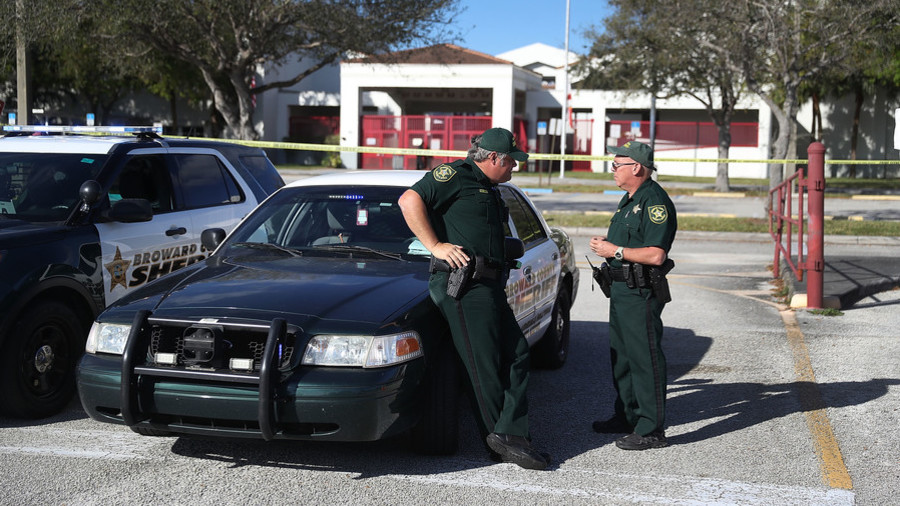 Florida police arrest teen after 'online threats to kill students'