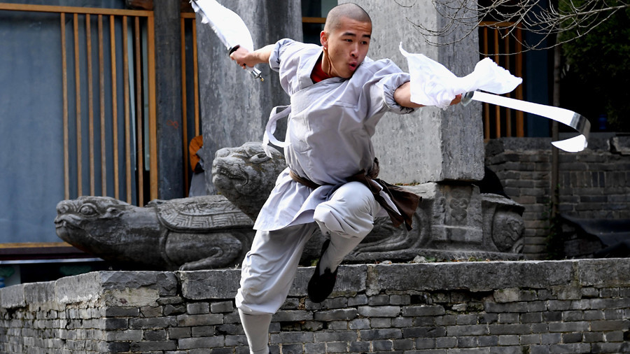 Holy sheet! Shaolin monk smashes pane of glass with needle (VIDEO)