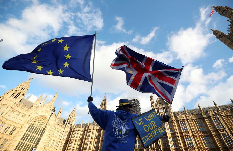 Brexiteers 'selling snake oil & acting like Nazis' — ex-civil service bosses