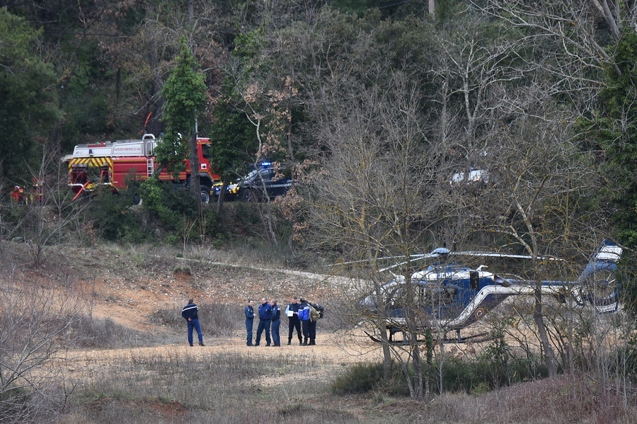 Five people killed as two French army helicopters crash