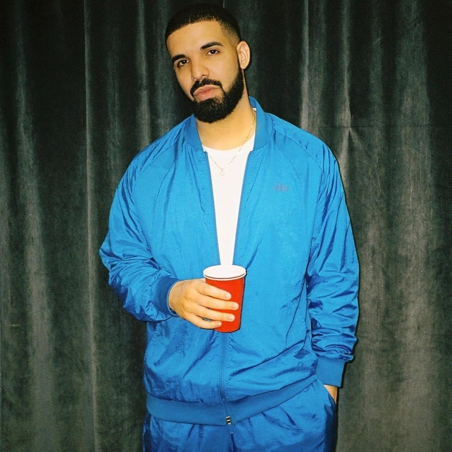 Make it rain on them: Rapper Drake hands out 1 million dollars in free money to Miami residents