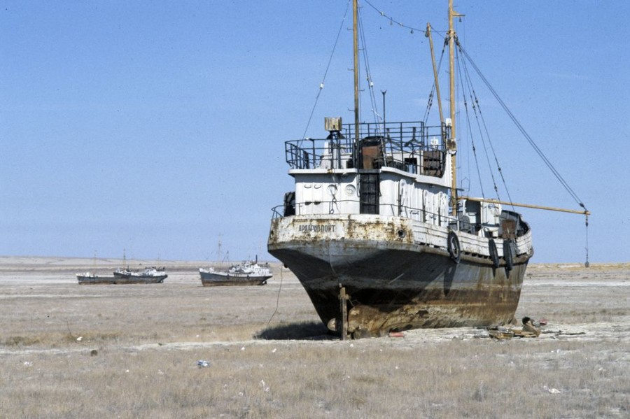Space photo highlights 'catastrophic' shrinking of Aral Sea