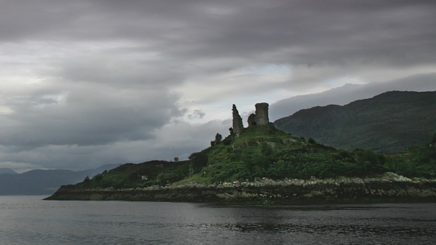 'Massive fireball' lightning strike damages ancient Scottish castle (VIDEO, PHOTOS)