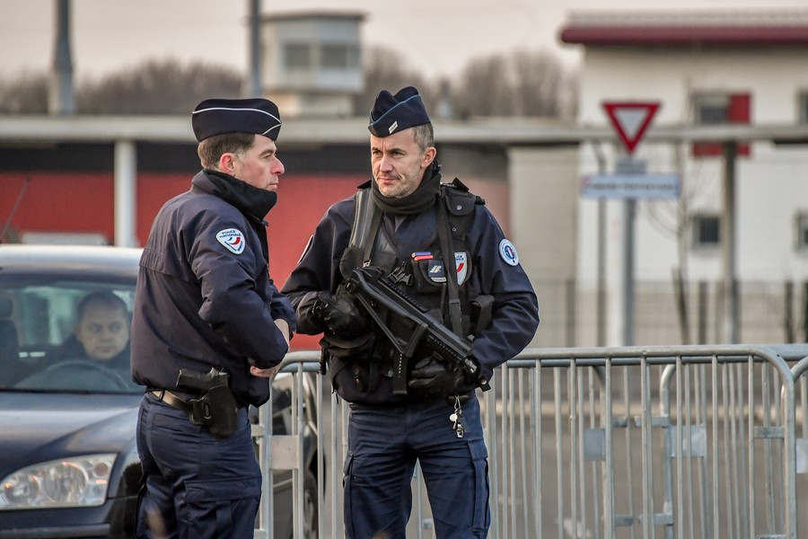 Shooting & hostage-taking at supermarket in south France, police op underway