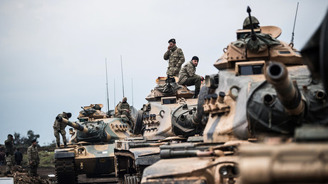 Turkish army tanks gather close to the Syrian border on January 21, 2018 at Hassa, in Hatay province © Bulent Kilic