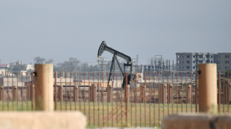 FILE PHOTO. Oil well on the outskirts of the city of Deir ez-Zor. © Mikhail Voskresenskiy