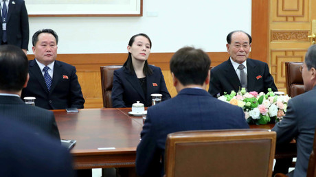 South Korean President Moon Jae-in talks North Korea's Kim Young Nam and Kim Yo Jong, the sister of North Korea's leader Kim Jong Un. Seoul, South Korea, February 10, 2018 © Yonhap via