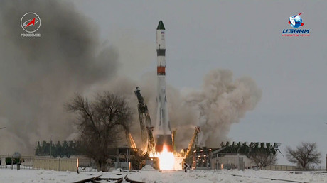 Soyuz spacecraft blasts off into space, taking 3-man crew to ISS (VIDEO)
