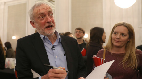 Britain's opposition Labour Party leader, Jeremy Corbyn, signs a book at a conference. © Simon Dawson