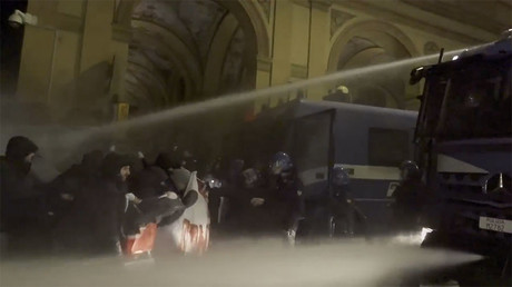 Antifa protesters set Genoa streets ablaze, face off with police (VIDEO)