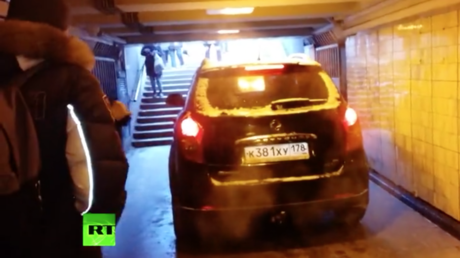 'See if it fits': Panic as SUV enters pedestrian passage in St. Petersburg (VIDEO)