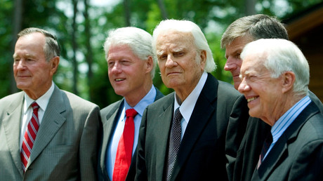 Evangelical preacher Billy Graham, who brought God to TV and US politics, dies at 99