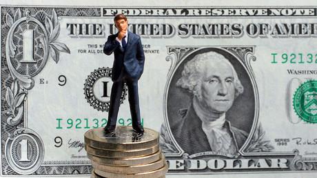 Budget yo-yo and pickpocketing blows