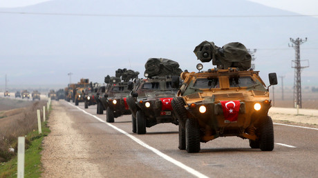The Turkish army vehicles move to the city of Reyhanli located at the border between Turkey and Syria on February 13, 2018. © Dha