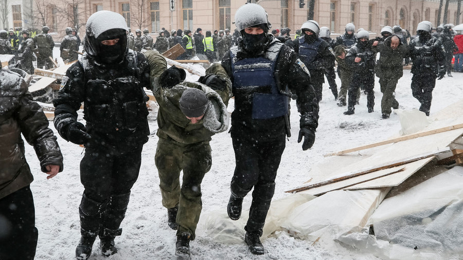 10 injured, over 100 held as police raid protest camp in Kiev