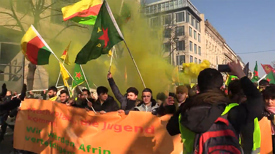 Demonstrators clash with police during Berlin protest against Turkey's operation in Afrin (VIDEO)