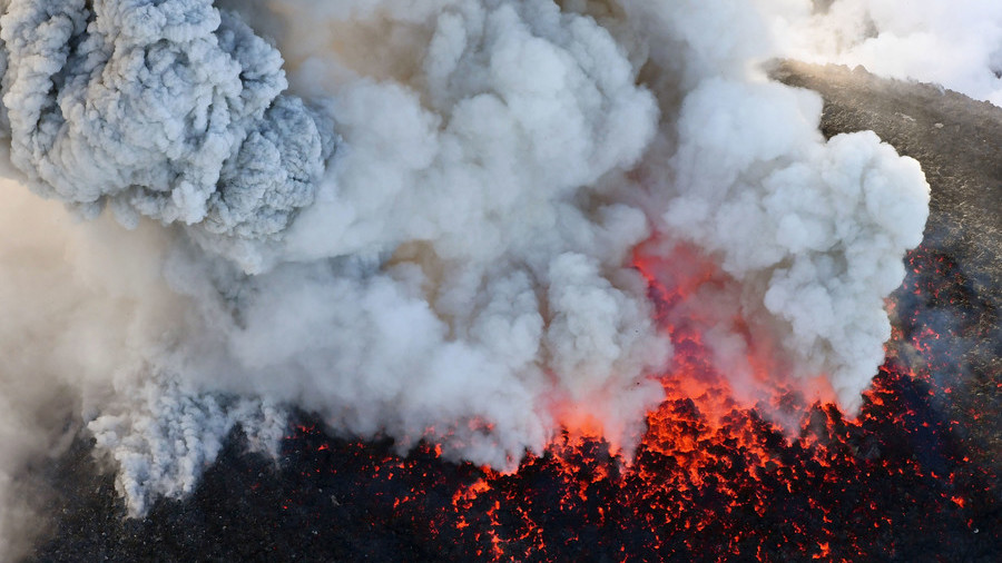 Shaken & stirred: Japan's 'James Bond volcano' spews massive cloud of smoke (PHOTOS)