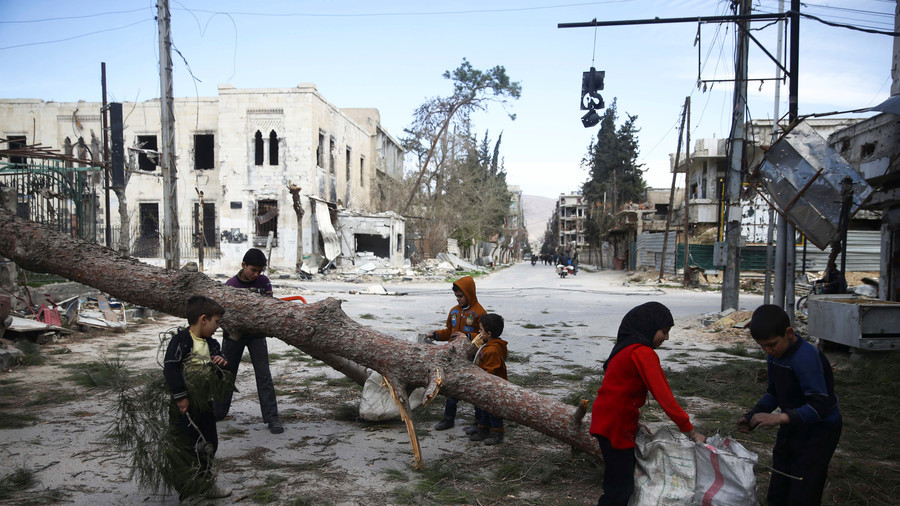 Aid convoy delivers food in Syria's Eastern Ghouta