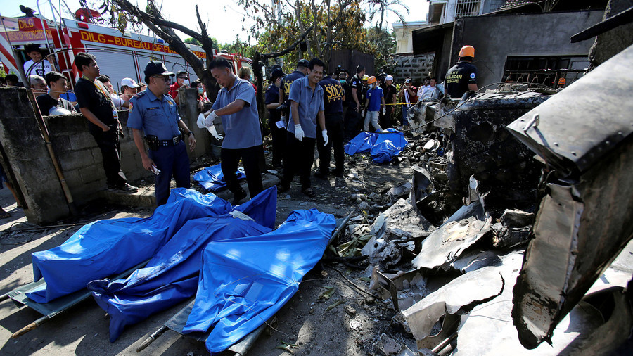 10 killed as plane crashes into home, wiping out Philippine family (PHOTOS)