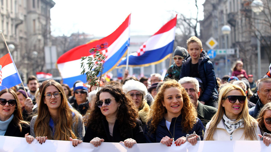 Croatia rally: Traditionalists reject European Union gender treaty