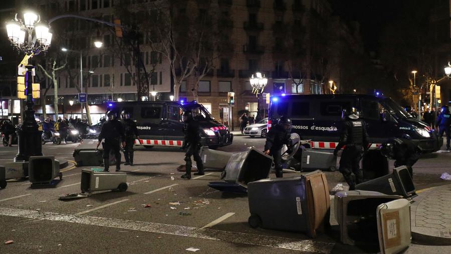 80+ injured as violent clashes erupt across Catalonia after ex-leader Puigdemont's arrest (VIDEOS)