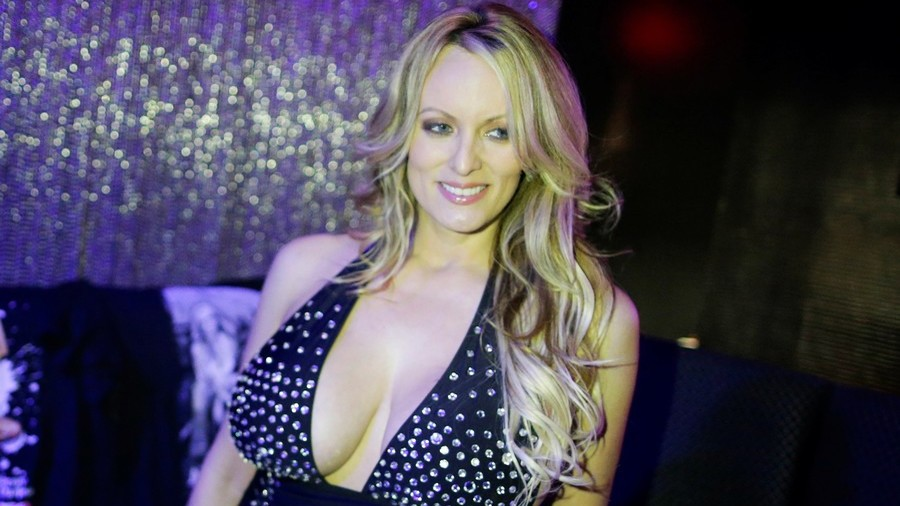 Relax everyone, Stormy Daniels does not have a 'Monica Lewinsky type' dress