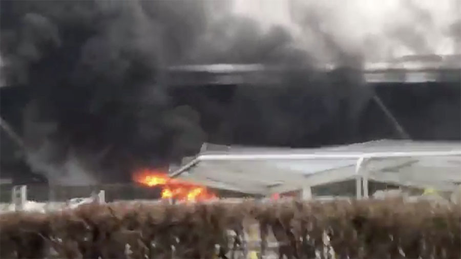 Bus fire forces evacuation at London Stansted airport (VIDEO)