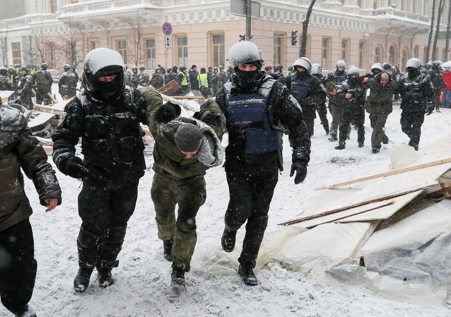 From 'hero' to terrorist: Savchenko arrested in Ukrainian parliament for plotting terrorist attack