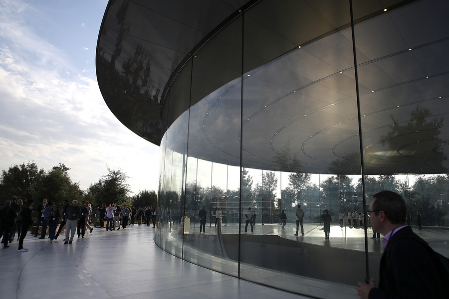 Windows vs Mac: Apple employees getting injured by ultra-transparent glass at $5bn facility