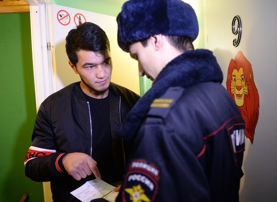 St. Petersburg fraudsters busted for selling passports of non-existent nation to migrants