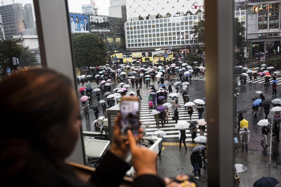 'Free boobs & wieners': Pranksters offer public fondling on Tokyo streets