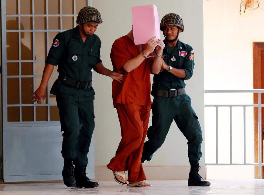 'Pornographic Pub Crawl': Briton given 1yr suspended sentence in Cambodia (GRAPHIC PHOTO)