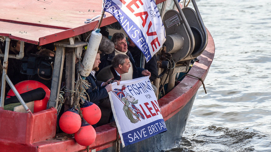Nigel Farage tosses dead fish into Thames over May's Brexit 'betrayal'