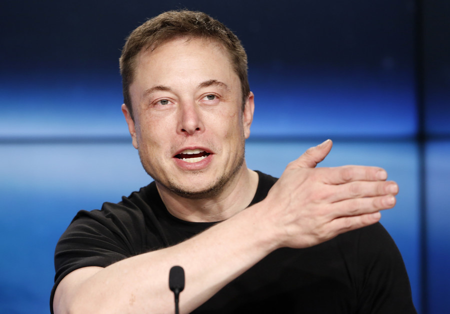 Musk v Facebook: SpaceX chief deletes account