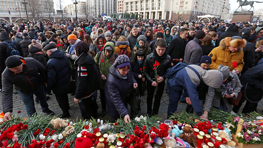 Thousands across Russia commemorate victims of deadly Kemerovo mall fire (VIDEO)