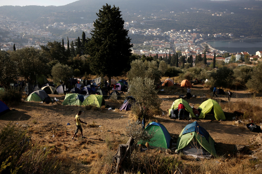 'Poverty tourism': Guardian slammed for $3,500 Greek vacation focusing on financial & refugee crises