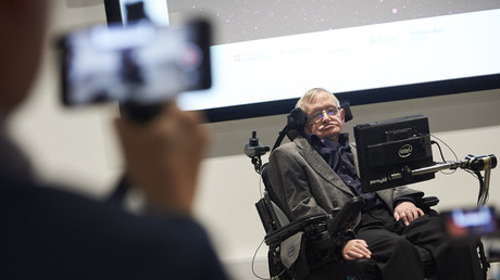 Physicist Stephen Hawking dies at the age of 76 5a9d1b07fc7e93e3388b45b4