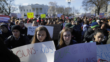 Students gather outside the White House as part of the walk out of classes to call for stricter gun laws. © Jim Bourg