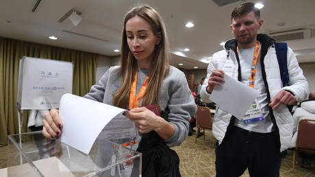 Russian athletes cast their votes at the early voting in Russian presidential elections © Grigory Sysoyev